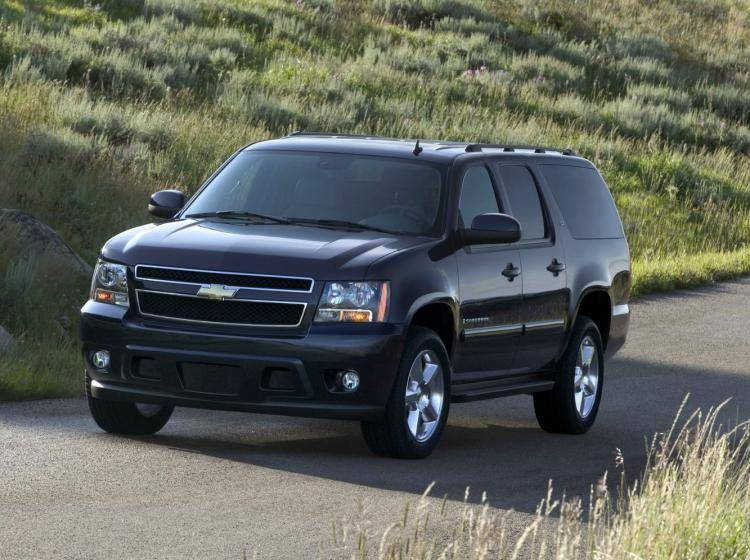 Фото Chevrolet Suburban GMT900 - схожий с Toyota Land Cruiser 70