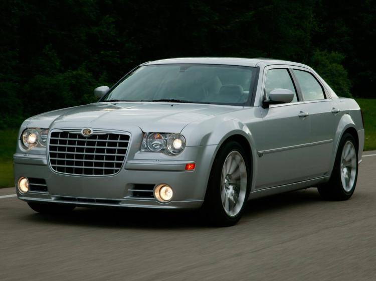 Фото Chrysler 300C SRT8 I - конкурент BMW 5er E60, E61