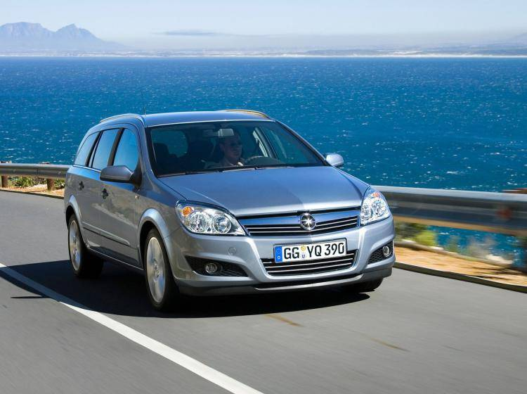 Фото Opel Astra H рестайлинг - схожий с Ford Focus (North America) II