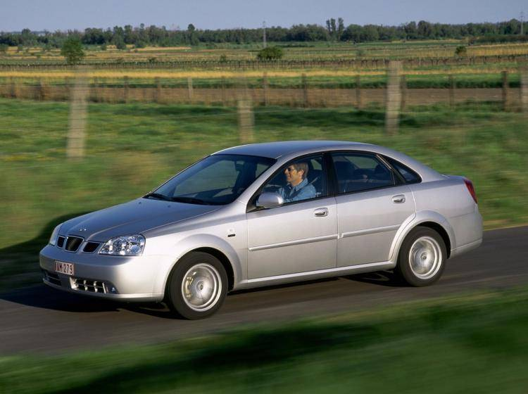Фото Daewoo Nubira J200 - схожий с Ford Focus (North America) II