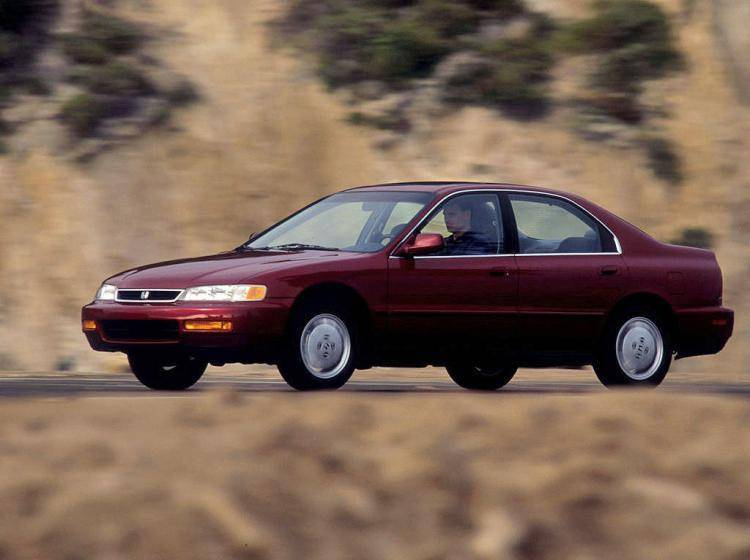 Фото Honda Accord V - конкурент Ford Taurus II