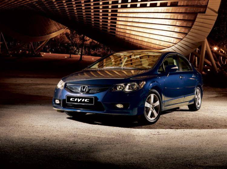 Фото Honda Civic VIII рестайлинг - конкурент Hyundai Elantra III рестайлинг