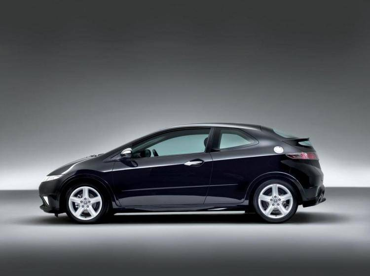 Фото Honda Civic VIII рестайлинг - конкурент Nissan Tiida C11