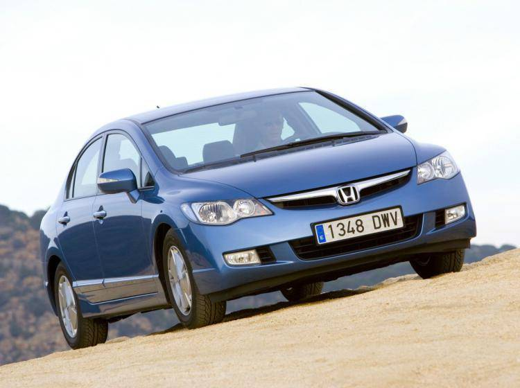 Фото Honda Civic VIII - конкурент Nissan Tiida C11