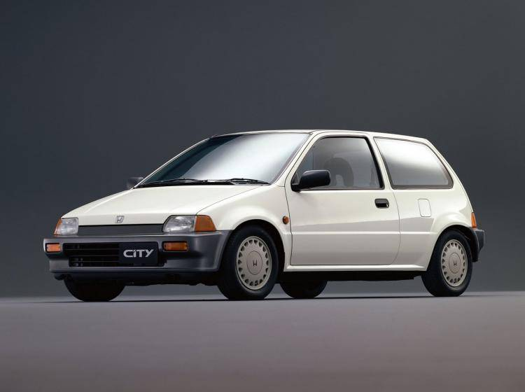 Фото Honda City II - конкурент Suzuki Swift I