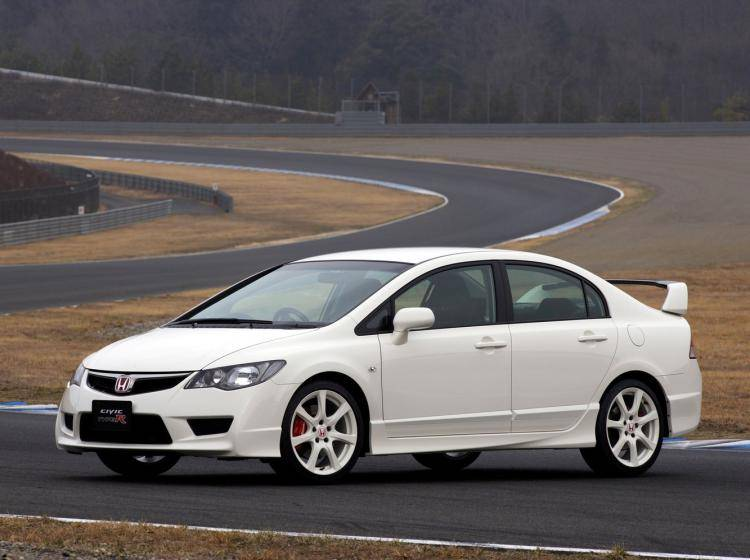 Фото Honda Civic Type R VIII рестайлинг - конкурент Hyundai Elantra III рестайлинг