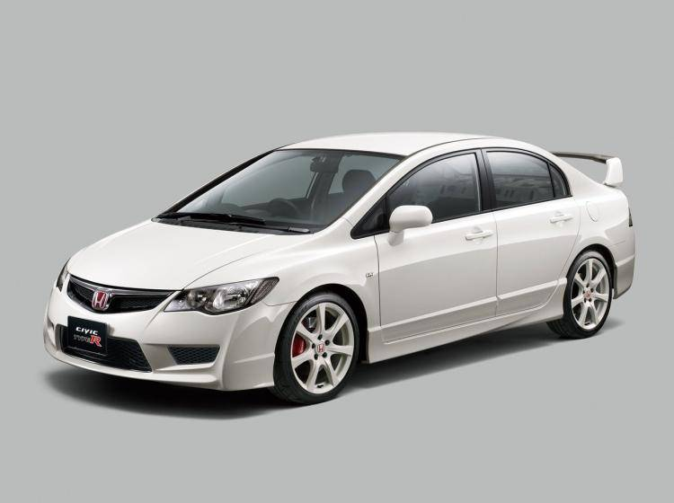 Фото Honda Civic Type R VIII - конкурент Hyundai Elantra III рестайлинг
