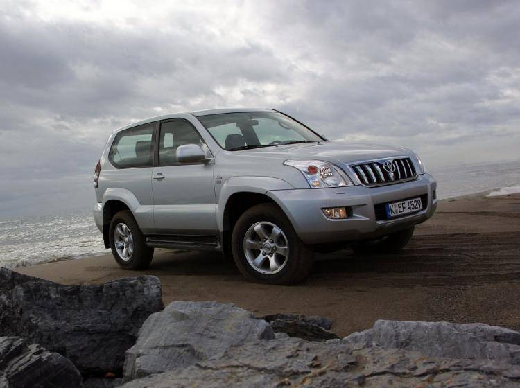 Фото Toyota Land Cruiser Prado 120 - схожий с Toyota Land Cruiser 70