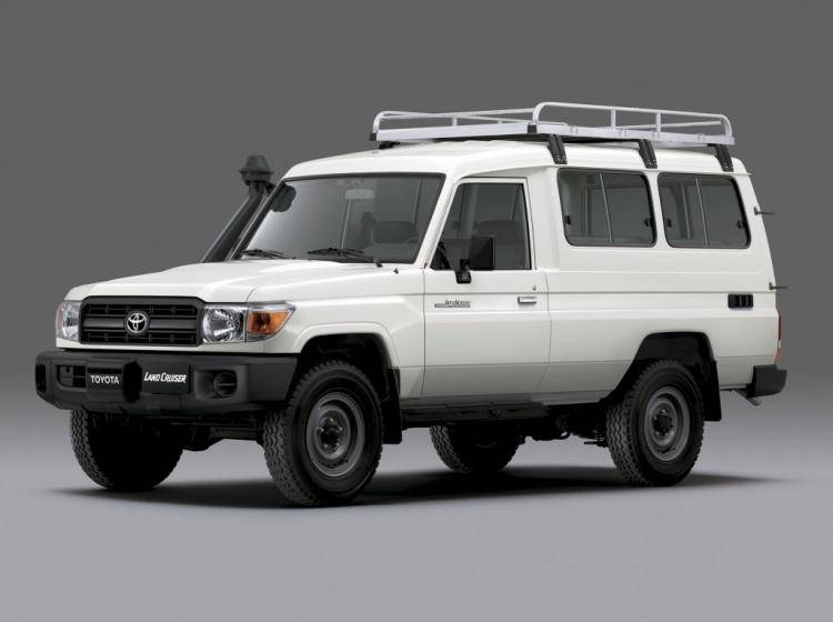 Фото Toyota Land Cruiser 70 рестайлинг - конкурент Jeep Liberty KJ