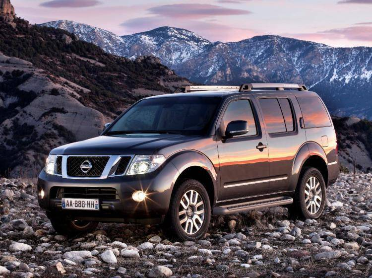 Фото Nissan Pathfinder R51 - схожий с Toyota Land Cruiser 70