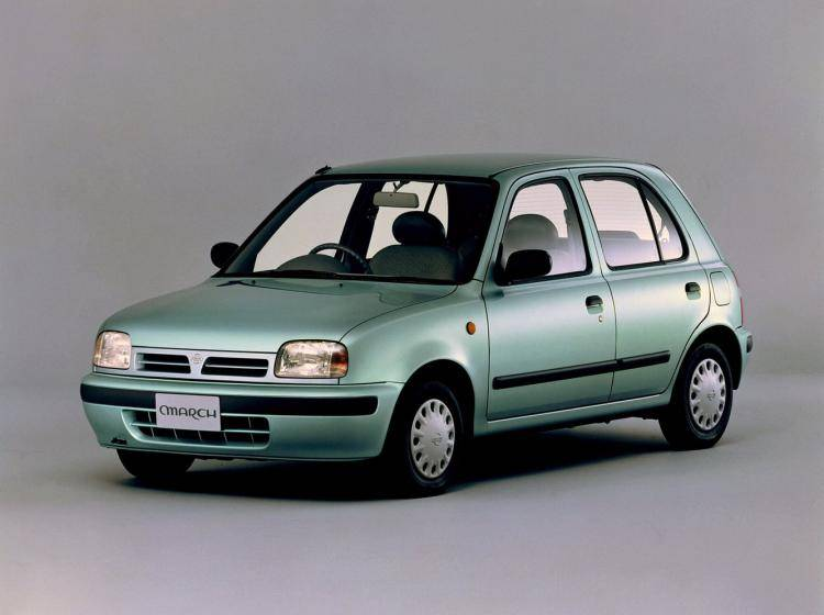 Фото Nissan March II - схожий с Toyota Ist I