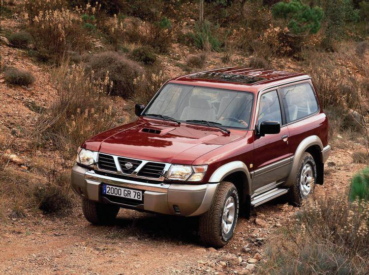 Фото Nissan Patrol Y61 - конкурент Isuzu Trooper II
