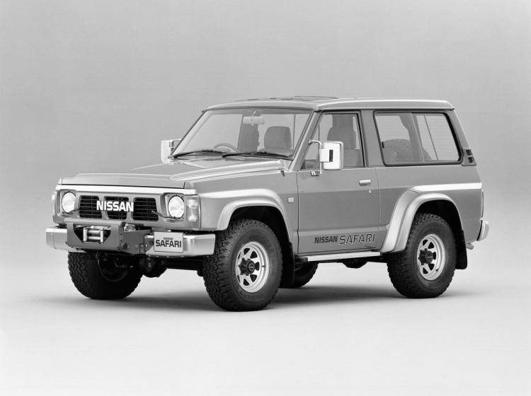 Фото Nissan Safari IV - конкурент Toyota Hilux Surf II