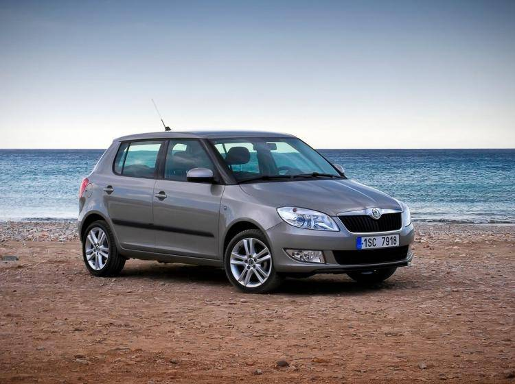 Фото Skoda Fabia II рестайлинг - конкурент MINI Hatch R56