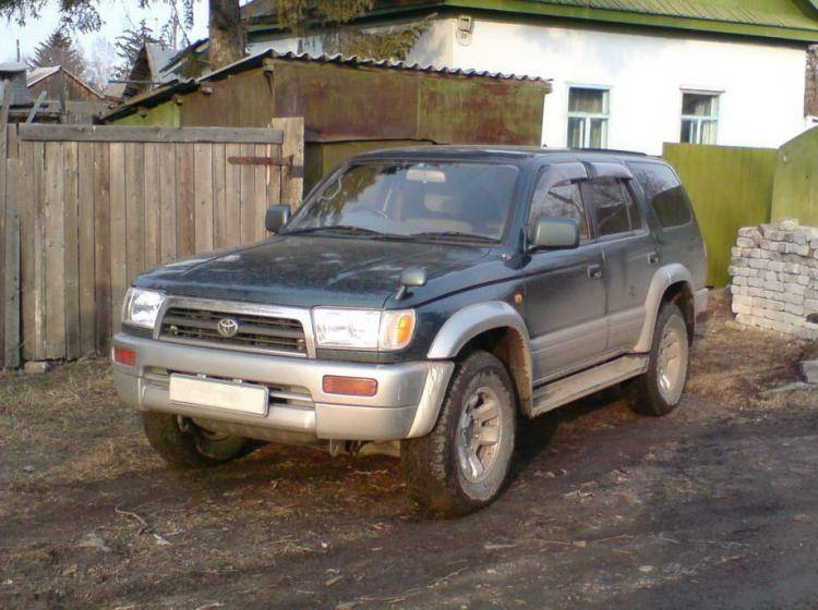 Фото Toyota Hilux Surf III - конкурент Isuzu Trooper II