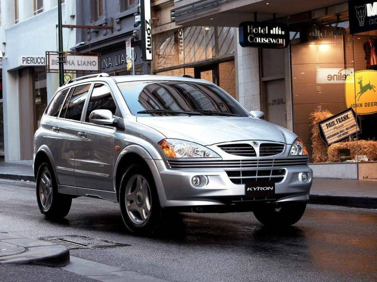 Фото SsangYong Kyron I - схожий с Toyota Land Cruiser 70