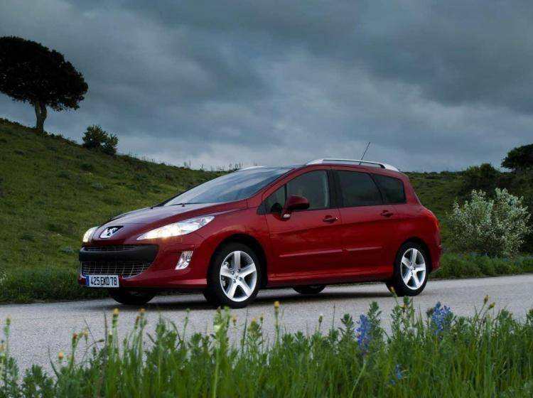 Фото Peugeot 308 I - конкурент Honda Civic Type R VIII