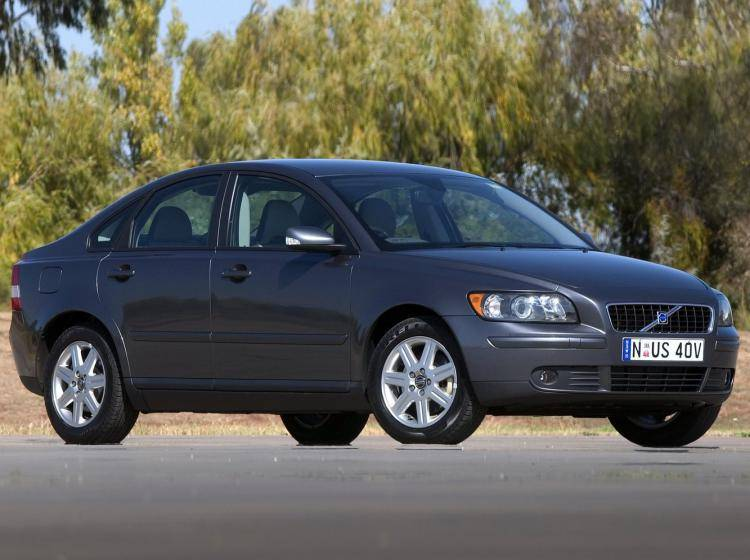 Фото Volvo S40 II - схожий с Ford Focus (North America) II