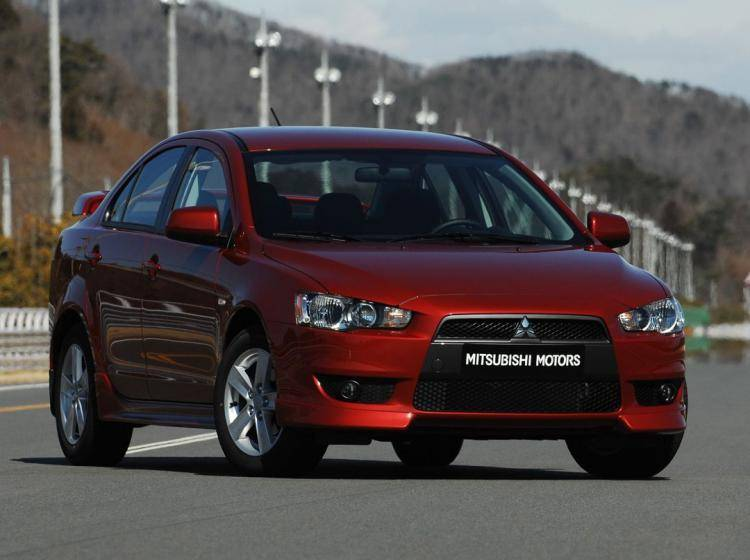 Фото Mitsubishi Lancer X - схожий с Ford Focus (North America) II