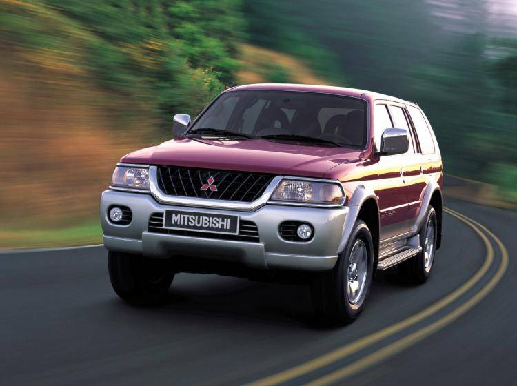 Фото Mitsubishi Pajero Sport I - конкурент Isuzu Trooper II