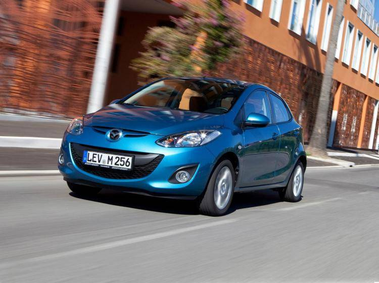 Фото Mazda 2 II рестайлинг - конкурент MINI Hatch R56