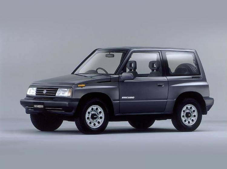 Фото Suzuki Escudo I - конкурент Toyota Land Cruiser 80