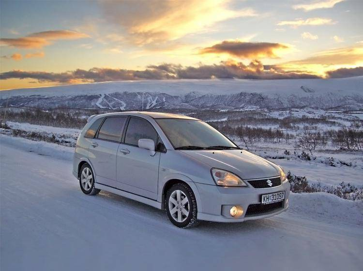 Фото Suzuki Liana ER рестайлинг - схожий с Ford Focus (North America) II