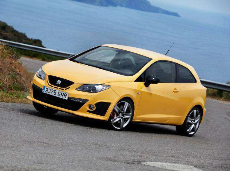 Фото SEAT Ibiza Cupra IV - конкурент MINI Hatch R56