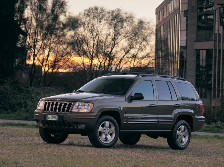 Фото Jeep Grand Cherokee WJ - схожий с Toyota Land Cruiser 70