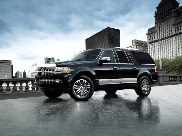 Фото Lincoln Navigator U326 - схожий с Toyota Land Cruiser 70