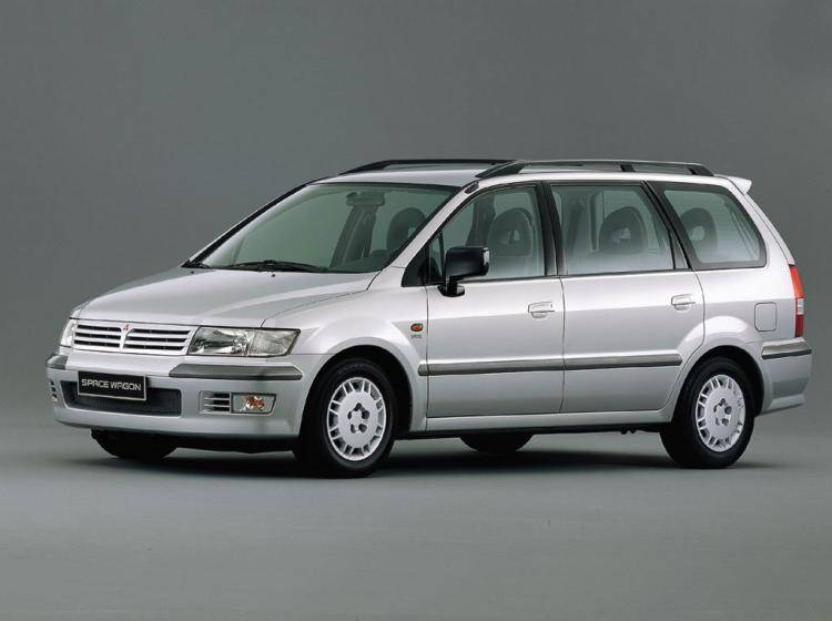 Фото Mitsubishi Space Wagon III - конкурент Renault Espace IV