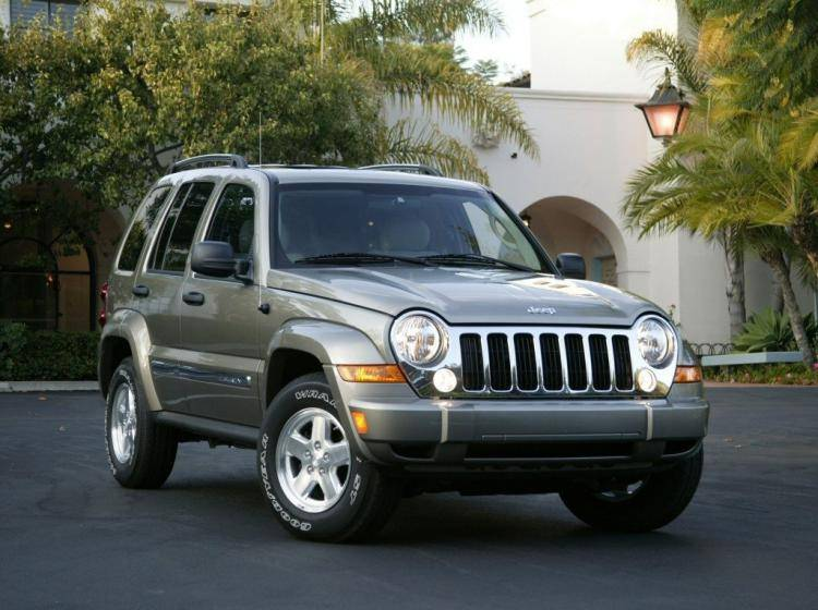 Фото Jeep Liberty (North America) I - конкурент Cadillac Escalade I
