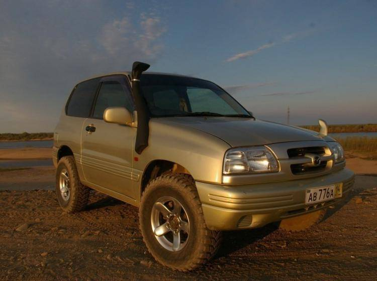 Фото Mazda Proceed Levante II - схожий с Toyota Land Cruiser 70