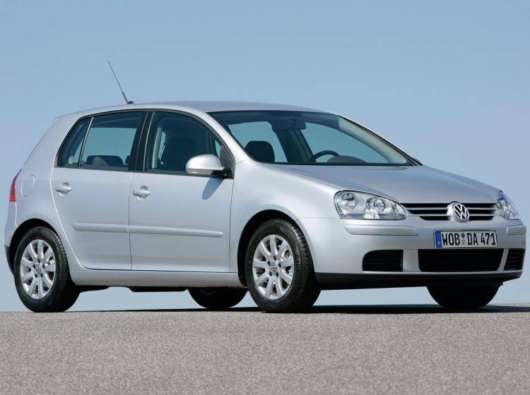 Фото Volkswagen Golf V - конкурент Nissan Tiida C11