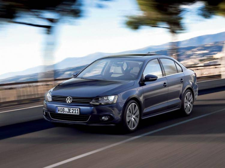 Фото Volkswagen Jetta VI - схожий с Ford Focus (North America) II