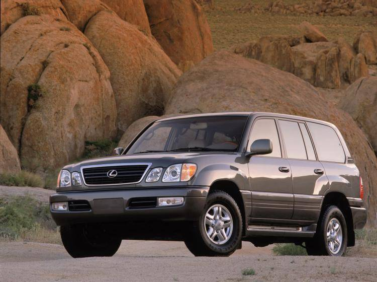 Фото Lexus LX II - конкурент Isuzu Trooper II