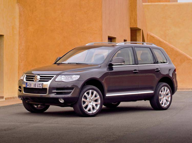 Фото Volkswagen Touareg I рестайлинг - схожий с Toyota Land Cruiser 70