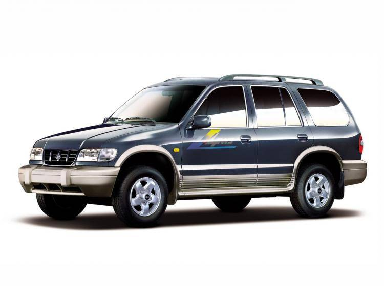 Фото Kia Sportage I - конкурент Toyota Land Cruiser 80