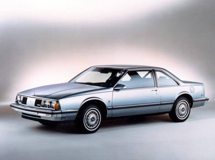 Фото Oldsmobile Eighty-Eight IX - конкурент Mazda 626 GC